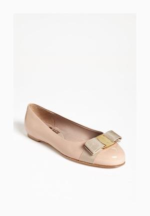 菲拉格慕(Salvatore Ferragamo) 女士晚宴平底鞋 #New Bisque