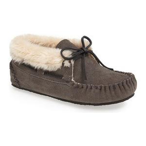 迷你唐卡(Minnetonka) Chrissy 拖鞋 Bootie 女士 #灰色 #Grey