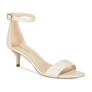 玖熙(NINE WEST) Nine West Leisa TwoPiece Kitten Heel 凉鞋 #白色 #White