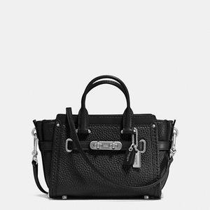 蔻驰 【国内专柜价2900元】 粒面皮革swagger15女士真皮手提斜跨包 #SILVER/BLACK