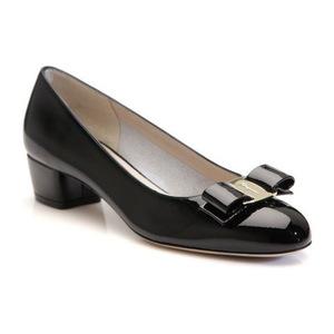 菲拉格慕(Salvatore Ferragamo) Vara Patent 女式蝴蝶结单鞋 #Black
