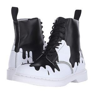马丁靴(Dr. Martens) Pascal 8孔女士靴子 #Black/White Paint Splat Soft T