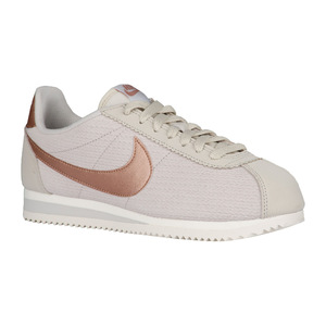 耐克(NIKE) Classic Cortez  Womens #Light BoneSailMetallic 红色棕色  Width  B  中号真皮 Lux #Light Bone/Sail/Metallic Red Bronze | Width - B - Medium | Leather Lux